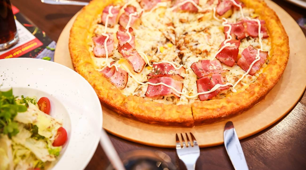 pizza khuyến mại khủng